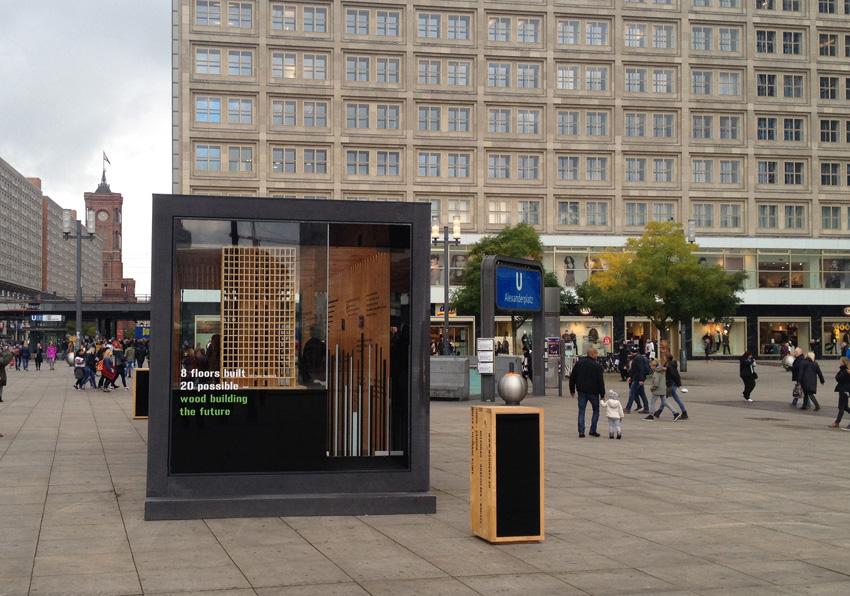 """Die """"Woodbox"""" in Berlin steht noch bis zum 30.Oktober 2016 auf dem Alexanderplatz"""