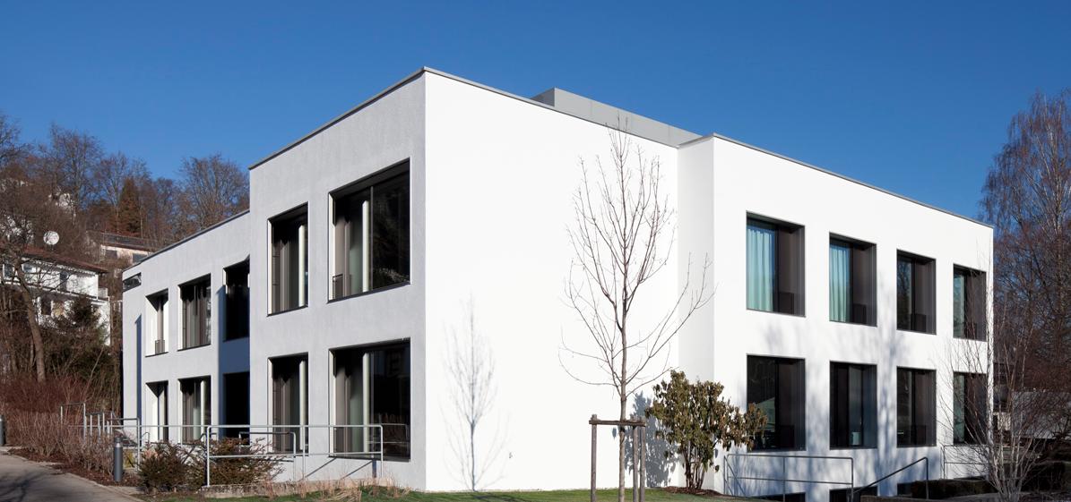 Großformatige Fenster ersetzen die kleinteiligen Pfosten-Riegel-Elemente beim damals 2.Bauabschnitt, der als Stb-Skelett ausgeführt wurde, Foto: Florian Holzherr