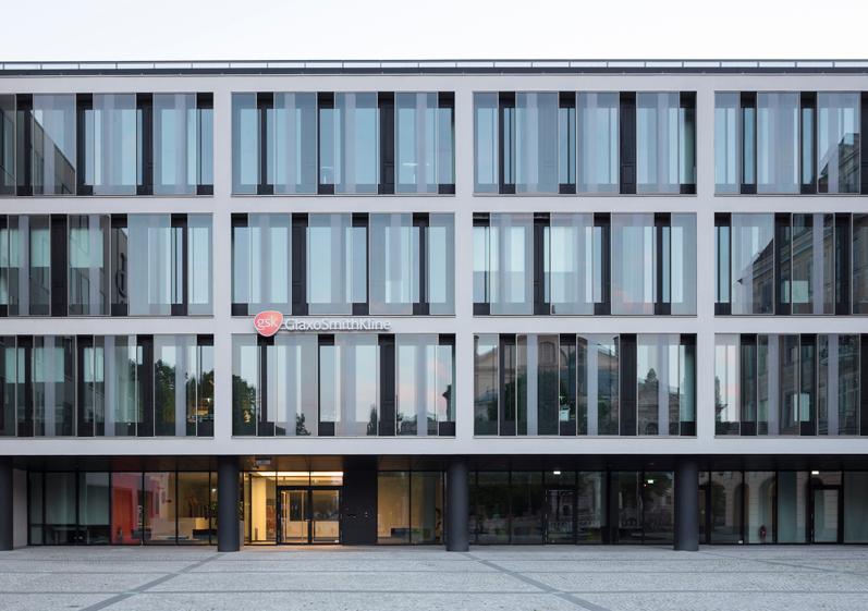Thematisierung der funktionalen Schichtung der Fassade, mittleres Gebäude, Foto: Florian Holzherr