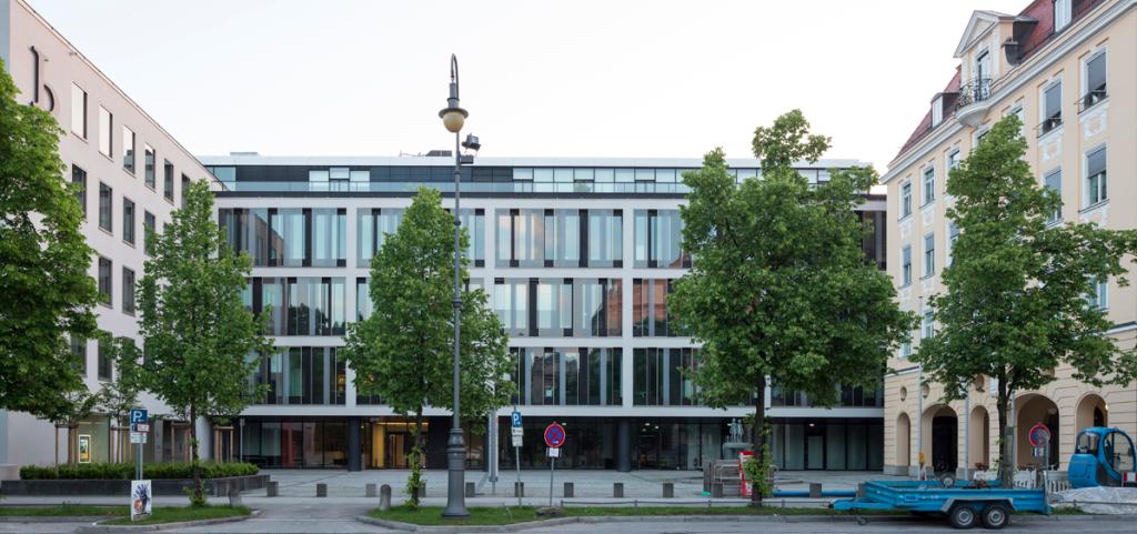 Das Ensemble der drei bearbeiteten Gebäude liegt gegenüber des Prinzregententheaters, Foto: Florian Holzherr